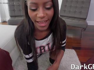 Pārsteidzošās melnādainas mazulīte lexi rose getting viņai vāvere pounded