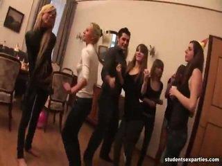 Sajaukt no video līdz studente jāšanās parties