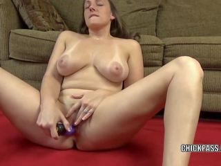 Horny MILF Melanie Hicks Uses a Toy to Make Herself Cum