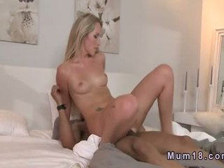 Muscled Guy Fucking Blonde Milf In Bed