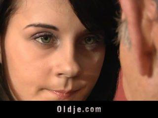 Leila praktek seksual exercises dengan tua orang