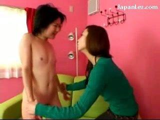Asiatisk jente med ikke pupper getting henne brystvorter tortured slapped til fjes spytt til munn