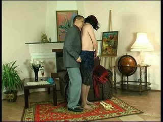 אנאלי סקס ל ג'ינג'ית crossdresser