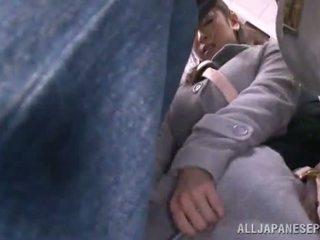 Asijské sweetie has raped v the veřejné autobus