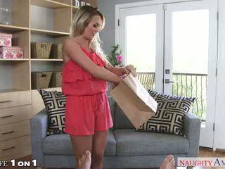 Sexy huisvrouw emily austin neuken