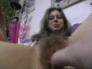 Μαλλιαρό ερασιτεχνικό gets trimmed και ξυρισμένο