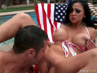Audrey Bitoni Is A Party Chick
