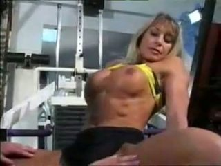 Female muscle לסביות