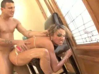 Trāpīt tas grūti - porno mūzika video