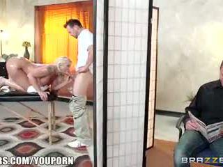 Brazzers - leya falcon gets 性交 由 她的 masseuse