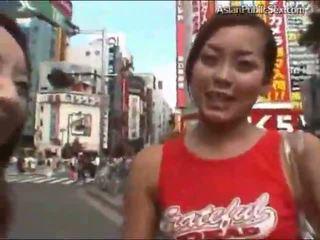 Asiatisk offentlig blowjob uncensored (no lyd)