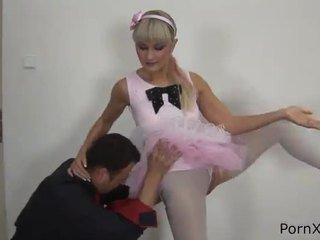 Freaky ballet dancer anita has terbuat cinta wazoo selama itu rehearsal