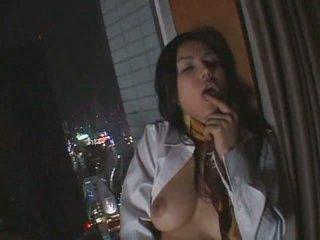 Seksi jepang perempuan melakukan itu oleh diri