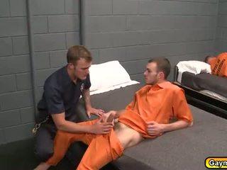 Prisão gay sexo a quatro broche e anal caralho