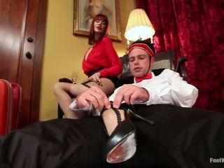 Hotel guest maitresse madeline dominates o bellboy em pé fetiche vid