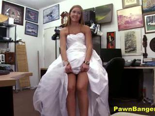 Winkel owner obliges jong bruid in wraak seks