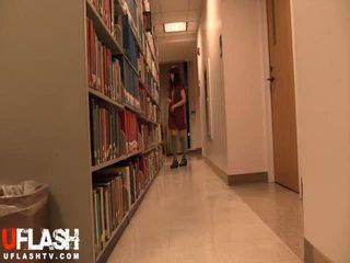 Nu en public bibliothèque école asiatique amateur ado webcam
