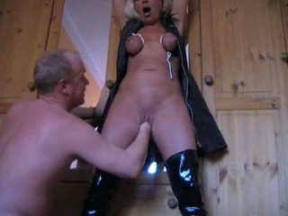 Bondage femme enoys chatte fisting vidéo