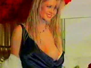 Tara reid nov 2004