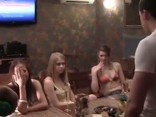 Two cocks pre a opité vysoká škola párty dievča
