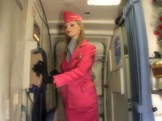 Mooi blondine stewardess zuigen lul onboard