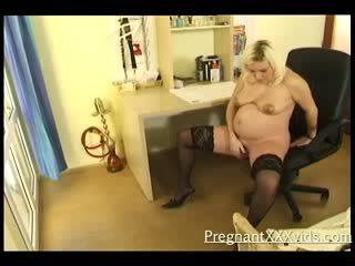 meitene nextdoor, grūtniecības stāvoklī, dildo