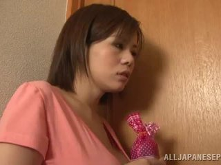 Bigtitted aasia emme lets tema hubby mängima seks mäng porno mäng kokku lähedal poolt tema vürtsikas tissid