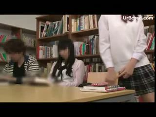 Schoolmeisje geboord door bibliotheek geek 15