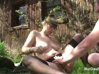 Alemana mqmf seducción a joder al aire libre en bosque por fea hombre