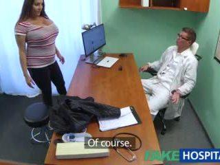 Fakehospital ベイブ wants doctorã¢â€â™s 精液 すべて 以上 彼女の 大きい 巨大な ティッツ ビデオ