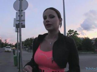 Beauty abbie gains 现金 和 gets 性交