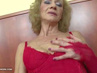 Interracial porr - grannyen likes det grov gets anala.