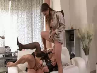 Glam eurotrash watersports hoes পাওয়া drenched