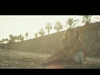 Aiko a chelsy dotýkať sa na slnko