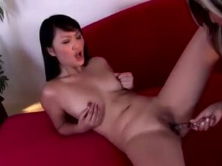 亚洲人 hotties evelyn lin 和 pal 欣赏 一 strap 上 slit slamming