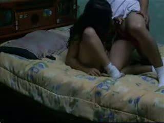 सेक्स पॉर्न & आकर्षित अंधेरा haired fucks उसकी bf में उसकी डॉर्म