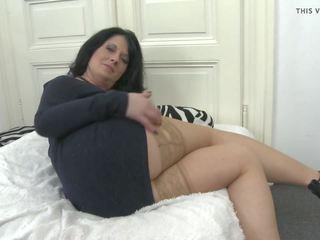 Amatieri māte stuffing viņai mitra vāvere, hd porno e4