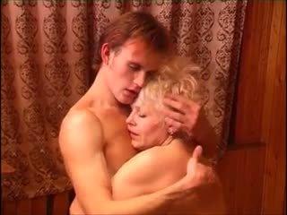 Moden kvinde & ung fyr (6 - russisch porno & deens titel)