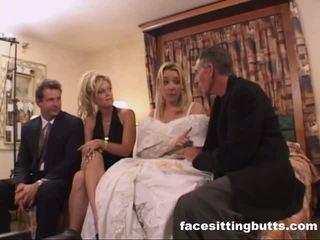 Bride-to-be got একটি ন্যাষ্টি ফেসিয়াল, বিনামূল্যে facesitting butts পর্ণ ভিডিও