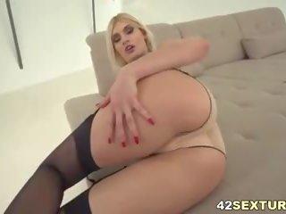 Kitana lure takes diep anaal seks in kniekousen: gratis porno 22