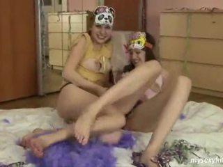 Jessica en loe heerlijk tiener lesbiennes