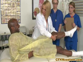 衣女裸體男 nurses 吸吮 bbc 前 面部