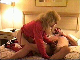 變性 gave 頭 在 一 motel