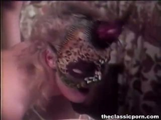 Mật ong trong mặt nạ giving bang joy