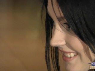 Καυλωμένος/η νέος κορίτσι eagers για γριά καβλί