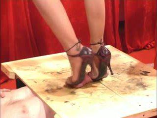 Seks dengan kasut seks kaki
