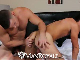 Manroyale muscle guy can't esperar para obter nu