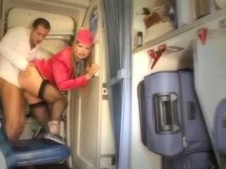 Seksualu stiuardesė gets šviežias sperma aboard