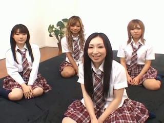Japonská v modely mít zábava s an orgie