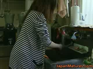 Hapon inang kaakit-akit enjoys Mainit pagtatalik